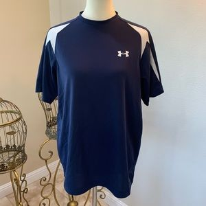 Under Armour mens top- like new